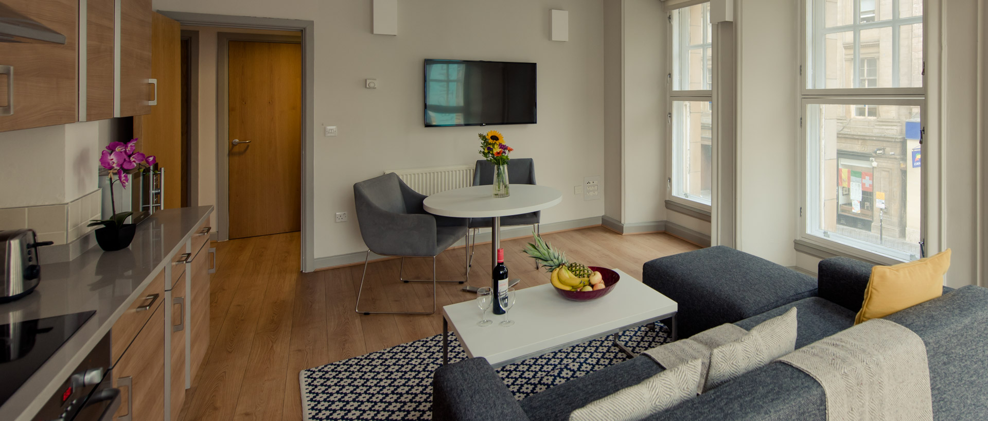 PREMIER SUITES PLUS Glasgow one bedroom serviced apartment