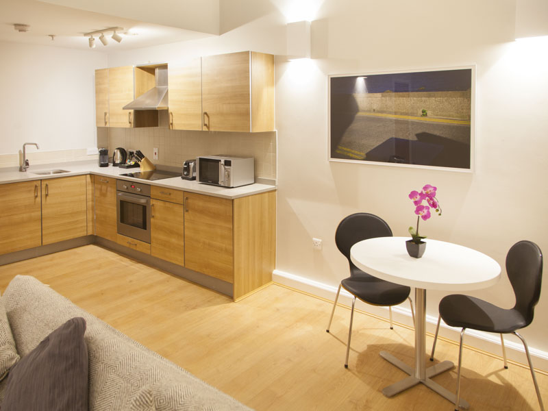 PREMIER SUITES PLUS Glasgow dining area in 1 bedroom serviced apartment