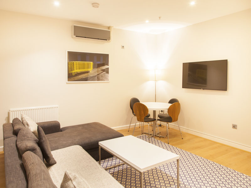 PREMIER SUITES PLUS Glasgow 2 bedroom apartment living room in serviced apartment