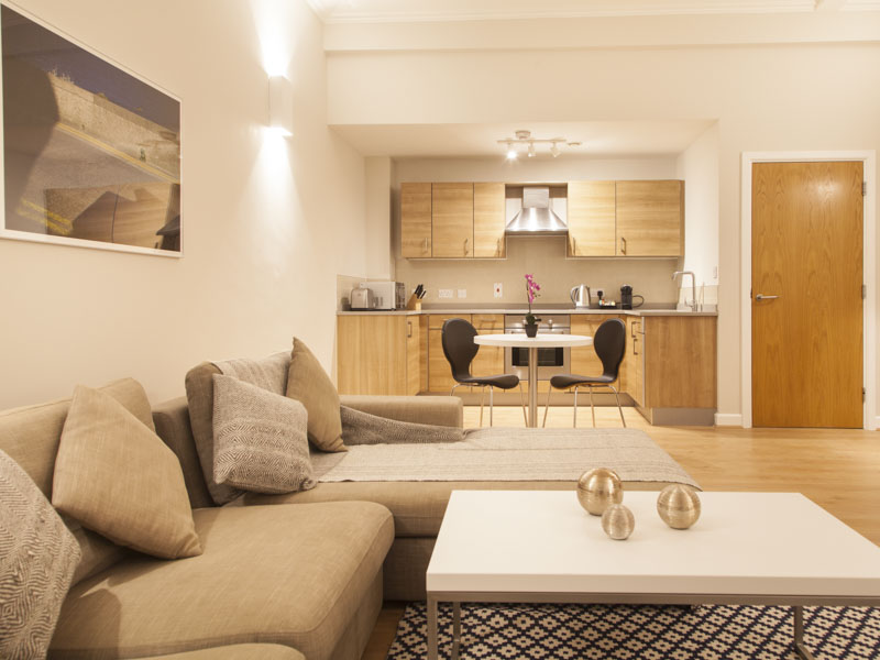 PREMIER SUITES PLUS Glasgow 2 bedroom living room and kitchen serviced apartment