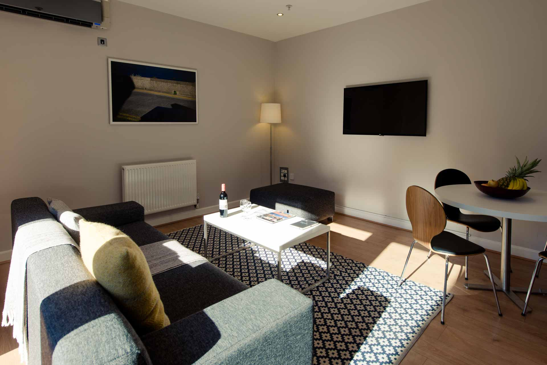 Bright and sunny penthouse living room PREMIER SUITES PLUS Glasgow George Square