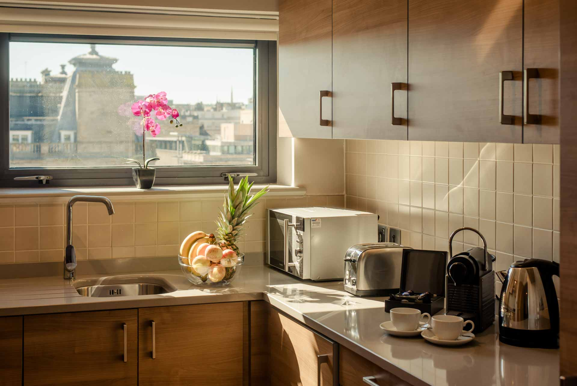 Bright kitchen area penthouse suite PREMIER SUITES PLUS Glasgow George Square