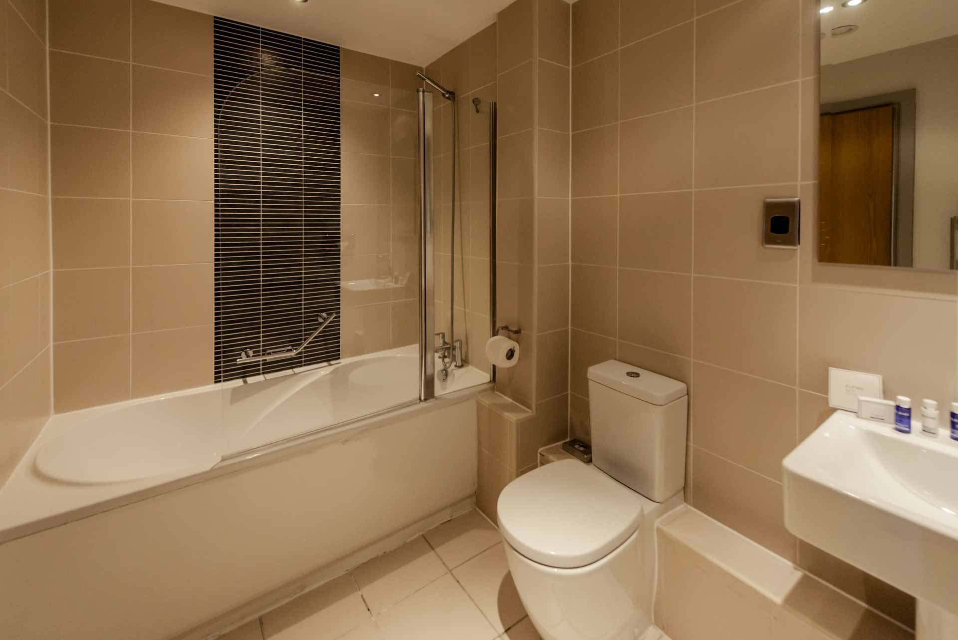 Bathroom in a two bed apartment PREMIER SUITES PLUS Glasgow George Square